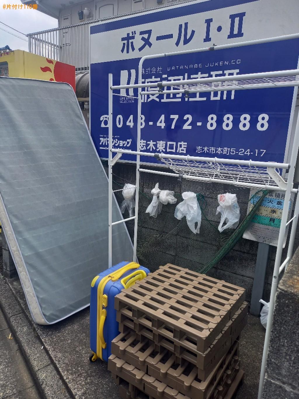【朝霞市】マットレス付きシングルベッド、スーツケース等の回収